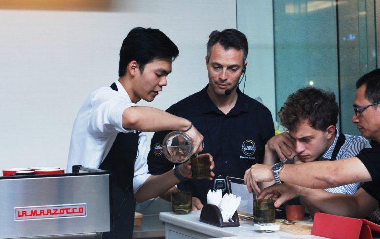 Penampilan Henry pada ajang Caffe Vergnano Best Barista 2016 Indonesia